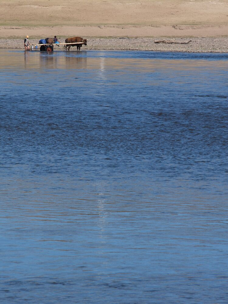 http://danny.oz.au/travel/mongolia/p/56235039-selenge-river.jpg