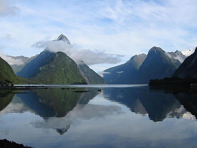 http://danny.oz.au/travel/new-zealand/p/1669-milford-sound.jpg