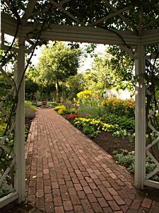 انواع الحدائق كنموذج تقليدي الفرنسية, اليابانية, الإنجليزية و الأندلسية 52243283-english-garden